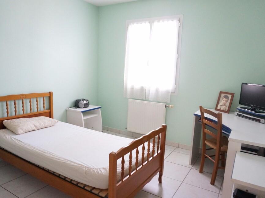vente maison 8 pi ces valence 26000 302105. Black Bedroom Furniture Sets. Home Design Ideas